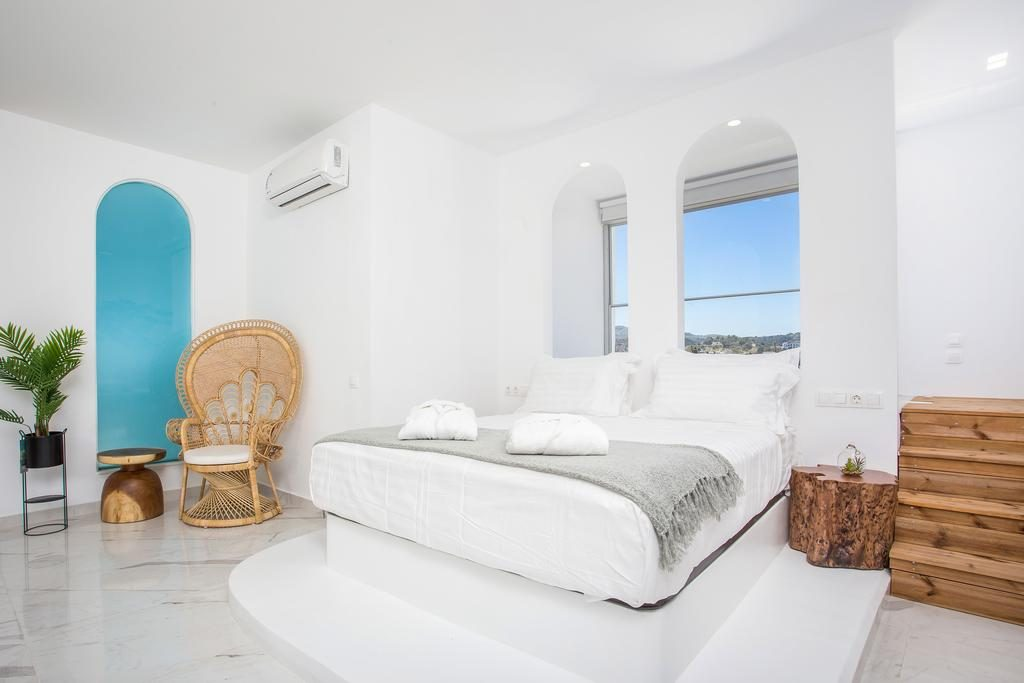 Ammos Luxury Suites
